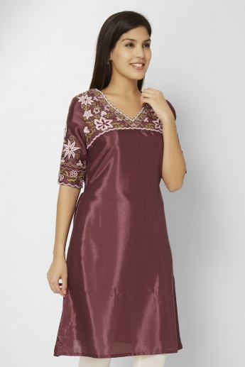 MELANGE Embroidered V-Neck Kurti