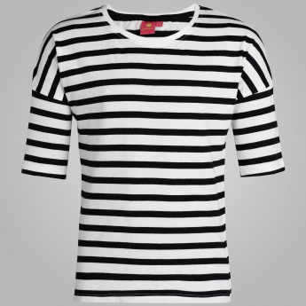 JUNIORS Striped Round Neck Top
