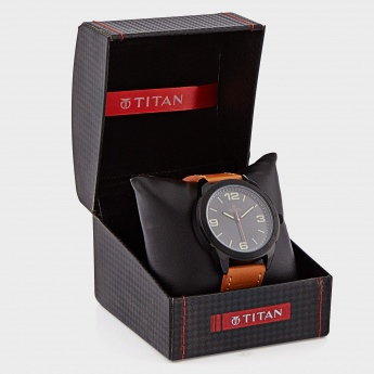 TITAN 1585NL02 Analog Watch