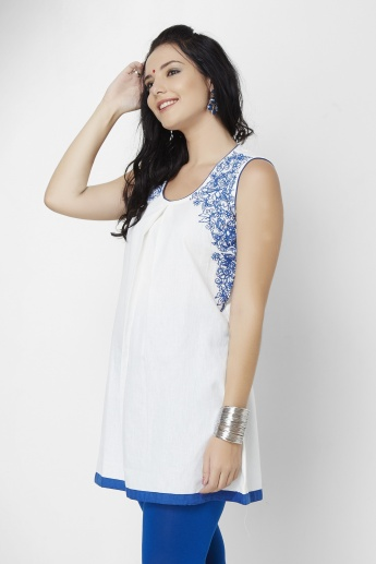 MELANGE Sleeveless Embroidered Kurti