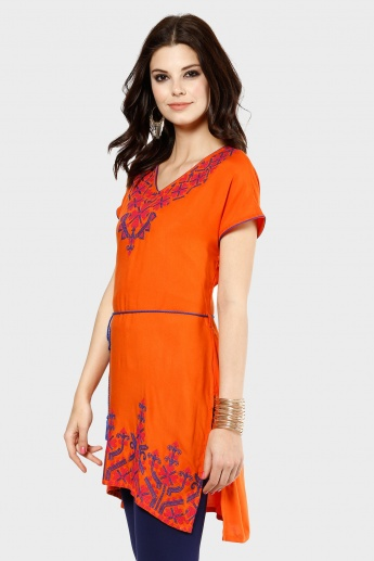 MELANGE Tie Up Embroidered Kurti